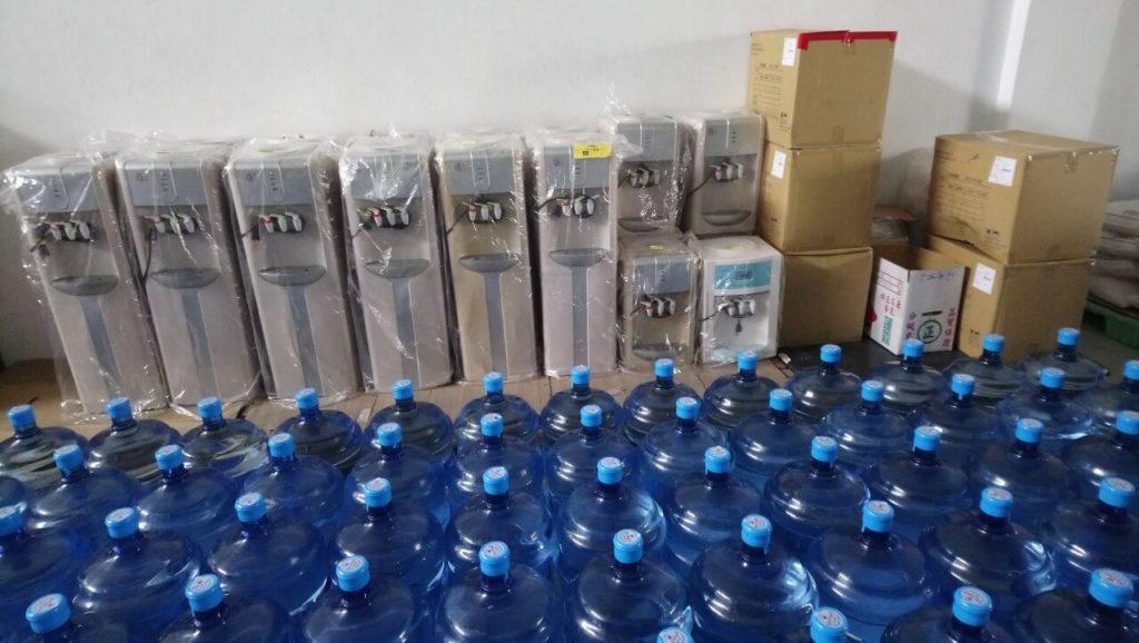 準備要出貨的水跟機台